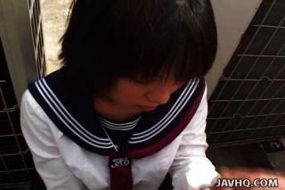 Colegiala japonesa chupa polla sin censura
