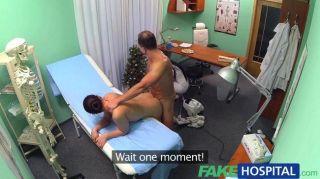 Falsa hospital enfermera sexy se une al médico
