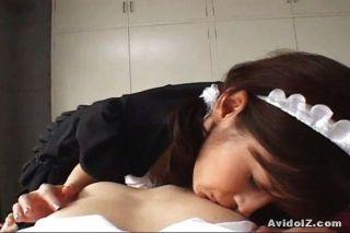 Las criadas japonesas dan la mejor mamada
