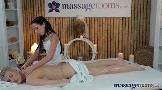 Salas de masaje rubia caliente con pechos grandes