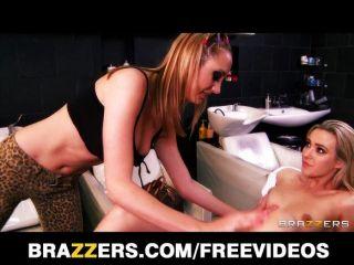 Brett rossi masaje y folla a su cliente