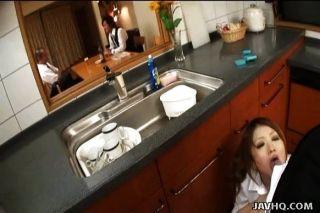 Adolescente japonés se folla en la cocina