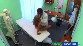 Médico de hospital de fakehows termina lo que la enfermera
