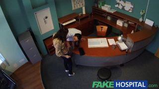Enfermera de enfermería fake seduce paciente