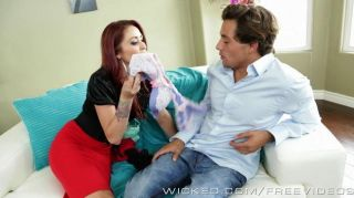 Hot milf monique alexander se encarga de stud