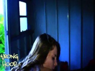 18 años de edad, la niña blanca perdido en el capó