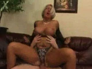 Mamá follada por su hijo