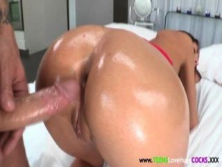 Joven y busty agosto ames doggystyled