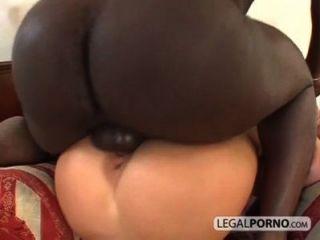 Interracial pareja disfrutando de sexo duro bmp 3 02