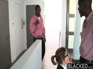 Trío adolescente negro con dos pollas monstruo