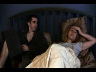 Hermana catherine y hermano anthony están compartiendo una cama