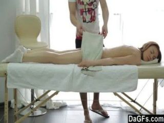 levas masaje besando