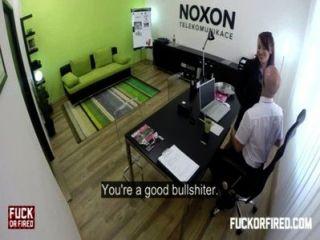 Follando a mi esposa en mi oficina