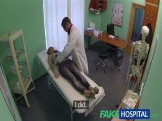 Fakehospital sexy british paciente traga consejos de los médicos