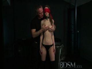 Bdsm xxx joven gran breasted sub obtiene duro anal de su maestro