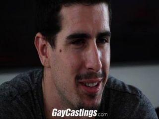 Gay castings stud derecho cogido en la leva para el dinero