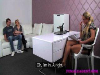 Femaleagent dramático casting como engañar novio cant resist milfs avances