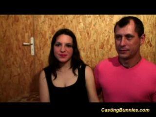 Linda pelirroja francesa disfruta de su primer casting anal