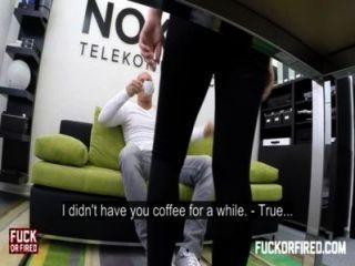 Rubia cachonda secretaria folla a su jefe en la oficina