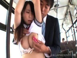 Asiático, niña, escuela, uniforme, obtiene, clavado, autobús