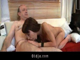 Gordo viejo gordo follando morena sensual adolescente