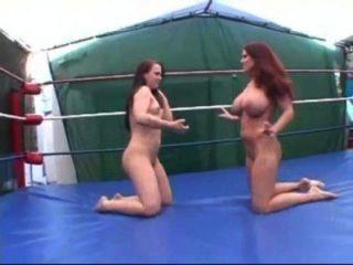Mujer desnuda lucha libre