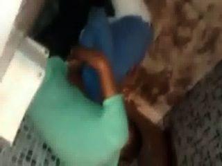 Flagra de boquete no banheiro da festa