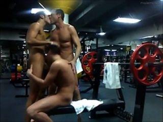 3 manera de chupar y joder en el gimnasio