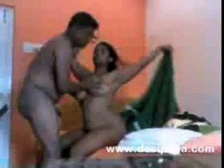 Mujer india después de sexo duro con su hombre en varias posiciones