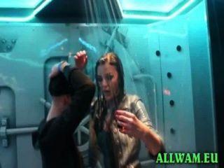 Chicas con clase en la fiesta de danza kinky ducha