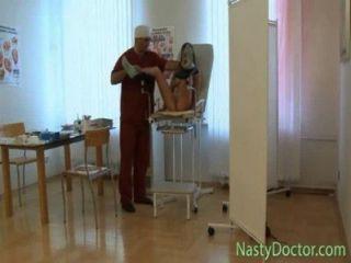Viejo pervertido ruso ginecólogo