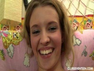 Belleza adolescente ángel traga esperma