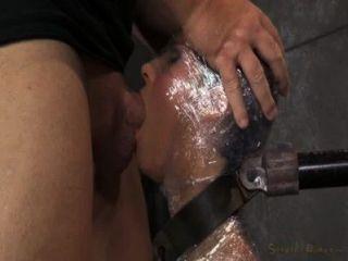 Milf mamada en envoltura de plástico
