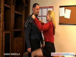 Sexy sarah vandella da sexo oral