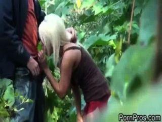Jacky alegría follada en el bosque