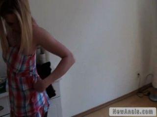 Rubia novia tratando de sexo anal por primera vez