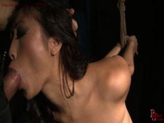 Chica de brat francés recibe la esclavitud de cuerda