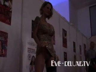 Eve deluxe enormes tetas hechas a tittyfuck