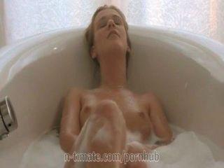 Cristal alexis se masturba en el baño
