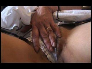 Busty peludo maduro con curvas agradables tiras y poses