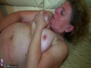 Oldnanny agradable trío, anciana y joven pareja tener sexo