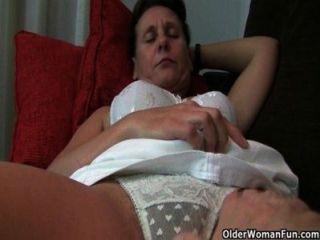 Abuelita con coño peludo y axilas necesita alivio