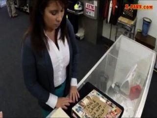 Latina wifey vende su manguito para el dinero para pagar la fianza bailfor