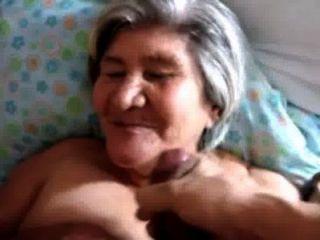 Goza en la cara de la vieja