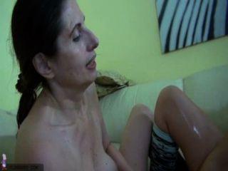 Oldnanny vieja lesbiana madura y mujer madura masturbándose