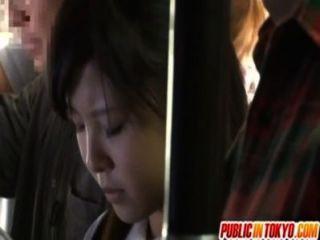 Adolescente japonés tener relaciones sexuales en público