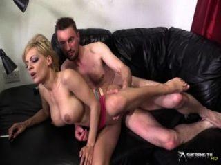 Sexy rubia loulou obtener su coño follada duro