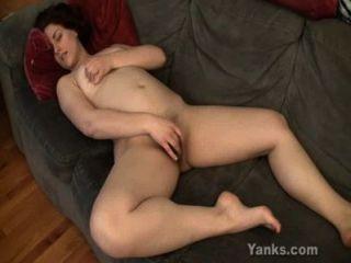 Tentador pelirrojo masturbándose