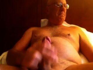 Cuming después de la ducha de la mañana