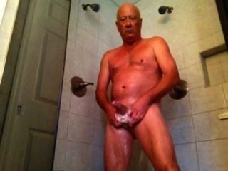 Disfrutando de mi ducha parte 1